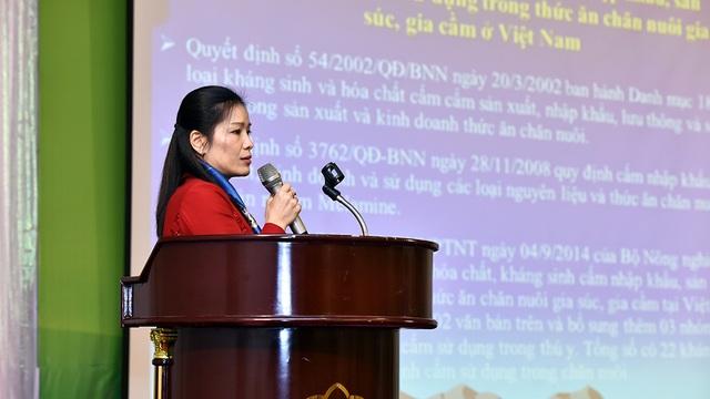 Tiến sĩ Hoàng Hương Giang, Phó Trưởng phòng thức ăn chăn nuôi (Cục Chăn nuôi – Bộ NN&PTNT) phát biểu tại Hội thảo.