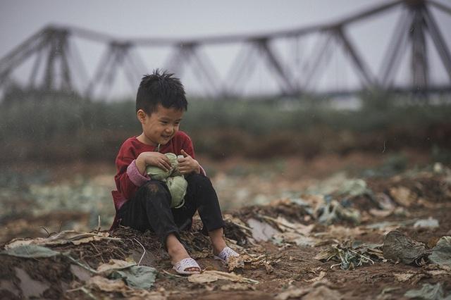 Xóm nghèo bên cầu Long Biên những ngày giáp Tết.