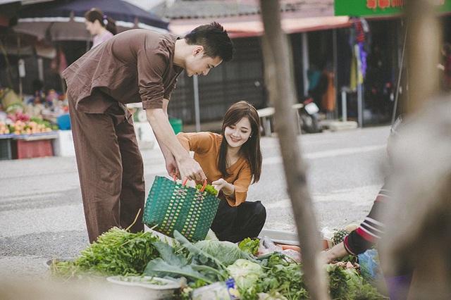 Hot girl dân tộc Thu Hương là cái tên đã quen với cộng đồng giới trẻ. Cô nổi tiếng chỉ sau một đêm, khi mà những bức ảnh cô mặc đồ dân tộc Hmông được truyền bá rộng rãi trên mạng. Thực tế, Thu Hương sống ở Hà Nội và là người dân tộc Kinh.