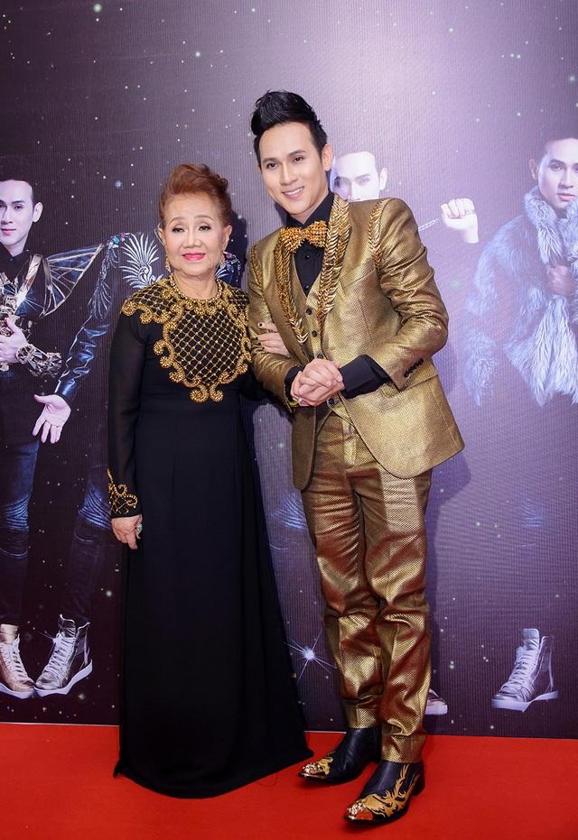 Trong chương trình lần này, Nguyên Vũ lần đầu tiên xuất hiện bên cạnh mẹ của mình.