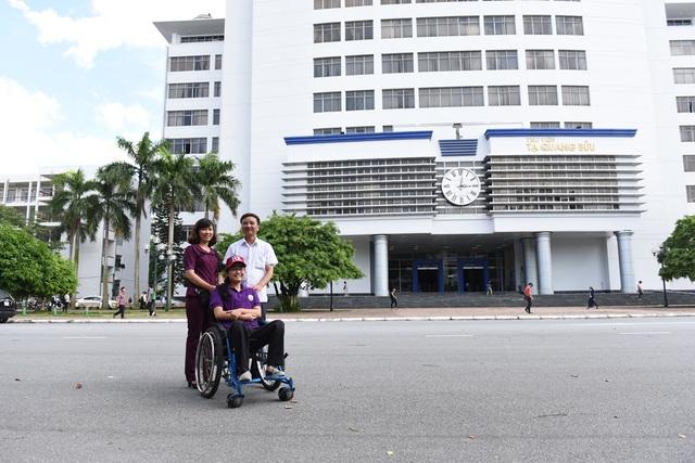 Phương Nam và bố mẹ tại trường ĐH Bách khoa Hà Nội