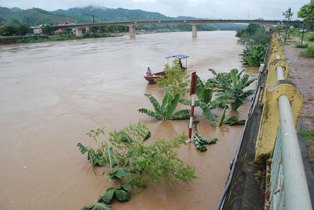 Lũ lớn đổ về trên thượng nguồn sông Hồng - 7