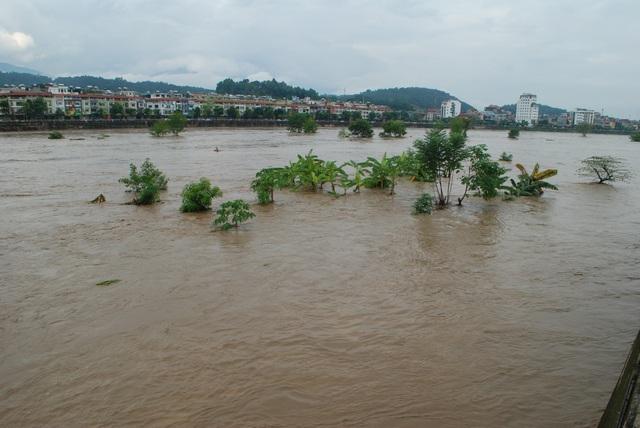 Lũ kép lớn đổ về thượng nguồn sông Hồng