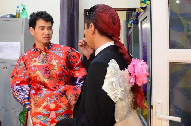 Nam Tào - Bắc Đẩu trao đổi với nhau trước khi chính thức bước lên sân khấu.