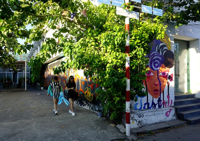Nhà ga 3A nằm trên đường Tôn Đức Thắng, quận 1, TPHCM là địa điểm vui chơi độc đáo thu hút nhiều bạn trẻ Sài Gòn.