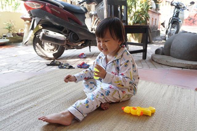 Bé Đậu Rồng, con gái thứ 2 của nghệ sĩ Hạnh Thúy