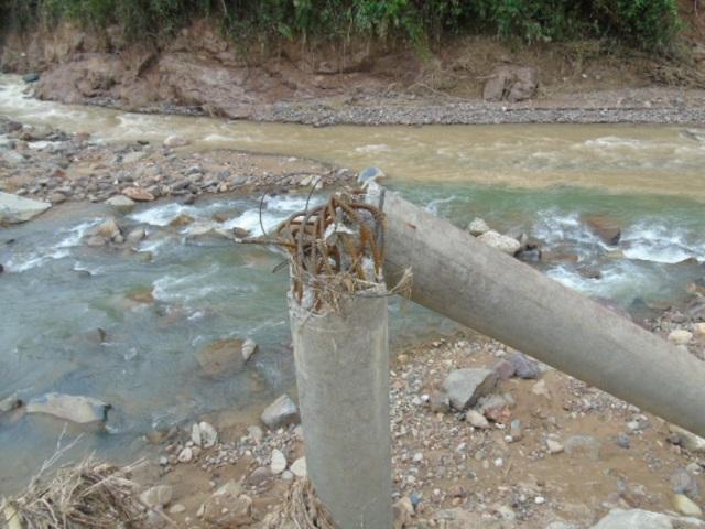 Hạ tầng điện và nhiều công trình khác cũng bị ảnh hưởng nặng nề do mưa lũ.