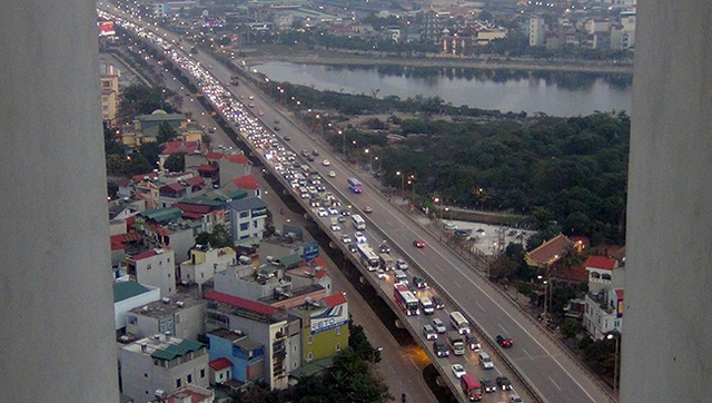 Ùn tắc kéo dài từ đầu Pháp Vân kéo dài đến tận đường Nguyễn Xiển