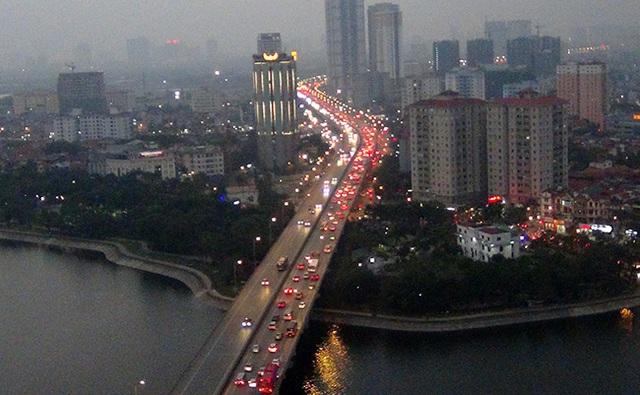 """Dân đổ về Hà Nội, Sài Gòn sau những ngày nghỉ """"vét"""", nhiều tuyến đường ùn tắc - 2"""
