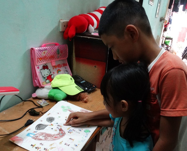 Những đứa trẻ con của anh chị ngây thơ không hiểu rằng con đường học của bản thân có thể phải dừng vì bệnh tình của bố