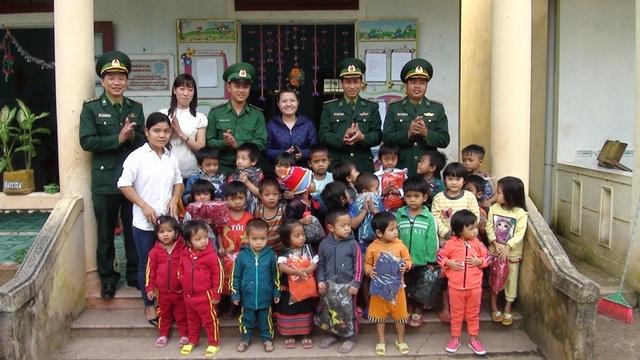 Lực lượng biên phòng luôn quan tâm đến đời sống các em học sinh