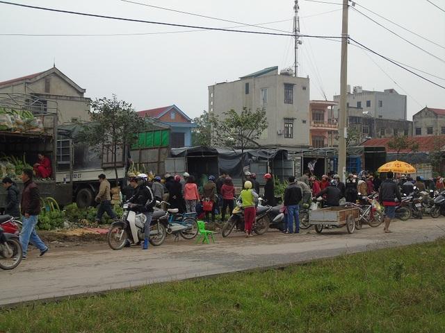 Trời hết mưa, người dân Quảng Bình bắt đầu đổ xô đi sắm tết