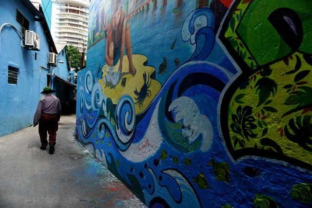 Bức tường về bảo vệ biển ở hẻm 724 đường Điện Biên Phủ, quận 10.