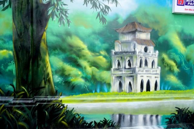 Bức tranh Tháp Rùa ở Hà Nội được vẽ nên trên đường Nguyễn Hữu Cảnh, quận Bình Thạnh.