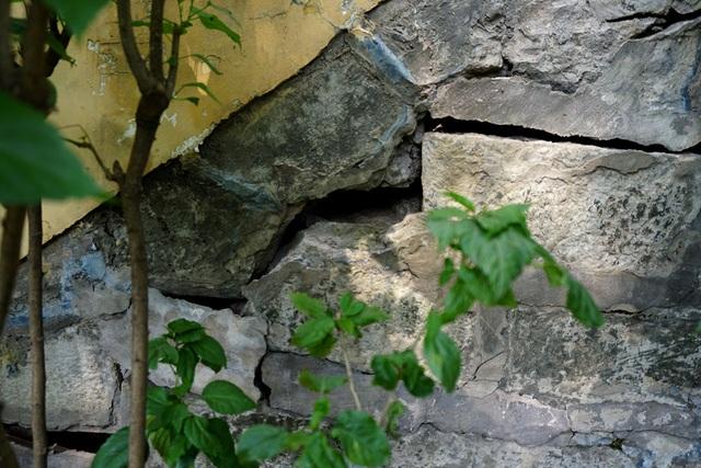 Các vết nứt xuất hiện ngày càng nhiều ở cầu Mống.