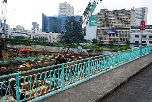 Cầu Mống là cây cầu mang kiến trúc cổ duy nhất còn sót lại của TPHCM.