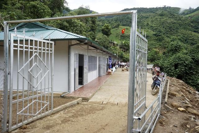 Khánh thành công trình phòng học Dân trí thứ 12 tại điểm trường Hua Mức 1 - Điện Biên - 9