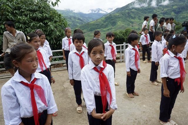 Các em học sinh tại điểm trường Hua Mức 1