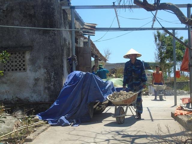 Cảnh sát biển căng mình giúp dân khắc phục hậu quả do bão số 10 - 6