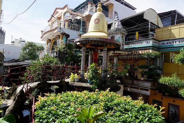 Năm 2007, chùa được trung tâm Sách Kỷ lục Việt Nam xác lập kỷ lục là ngôi chùa được tạo tác bằng miểng sành sứ nhiều nhất Việt Nam.
