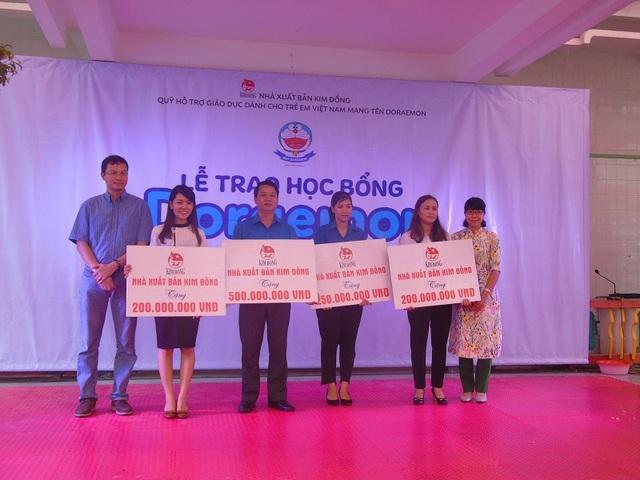 Nhà xuất bản Kim Đồng trao hỗ trợ cho 115 trường học tại địa bàn các tỉnh Hà Tĩnh, Quảng Bình, Quảng Trị và Thừa Thiên - Huế