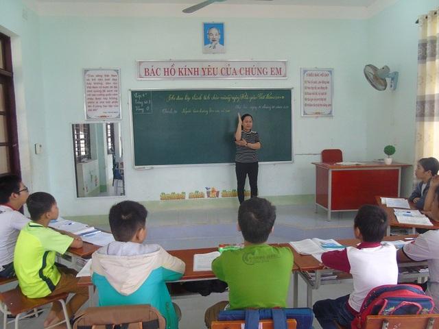 Cảm phục cô giáo của những học trò không lành lặn - 1