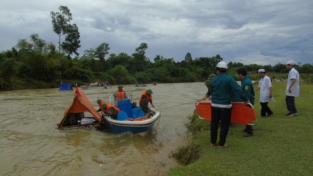 Thủy điện xả nước phục vụ diễn tập cứu người trong lũ - 4