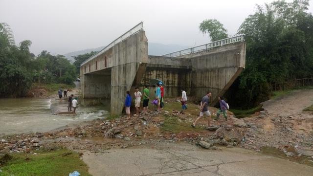 Chính quyền và nhân dân xã Kim Tiến mong ước cây cầu xóm Cháo sớm được thực hiện.