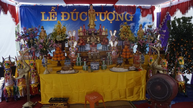 Trước khi tiến hành đúc tượng, lãnh đạo chính quyền và người dân đều tiến hành các nghi lễ cần thiết theo đúng phong tục địa phương.