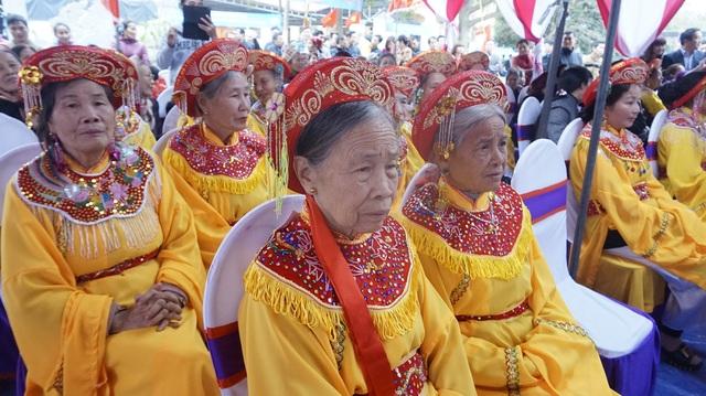 Lễ Khởi công đúc tượng Lạc Long Quân bắt đầu lúc 14h, dưới sự chủ trì của Thượng tọa Thích Đức Thiện – Tổng Thư ký Hội đồng Trị sự Giáo hội Phật giáo Việt Nam và đông đảo bà con Đại Bái.