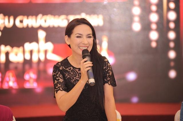 Giám khảo - ca sĩ Phi Nhung cũng được khán giả hải ngoại yêu thích với những tiết mục cải lương cùng Mạnh Quỳnh.
