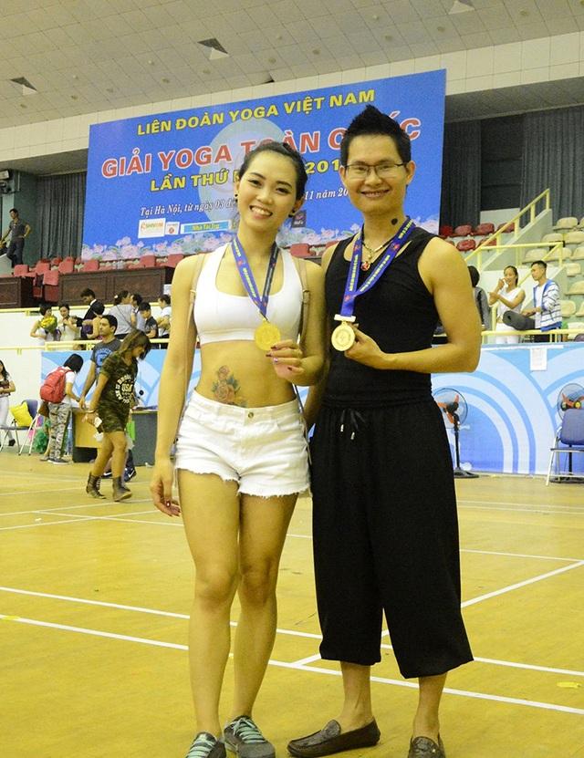 Cặp đôi Yoga nổi tiếng Hải Phòng giành Huy chương Vàng tại Giải Yoga toàn quốc lần thứ Nhất