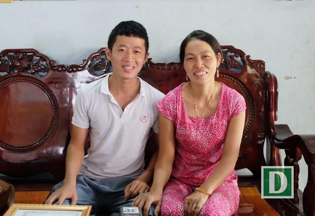 Tân thủ khoa ĐH Bách khoa Đà Nẵng - Nguyễn Viết Danh và mẹ