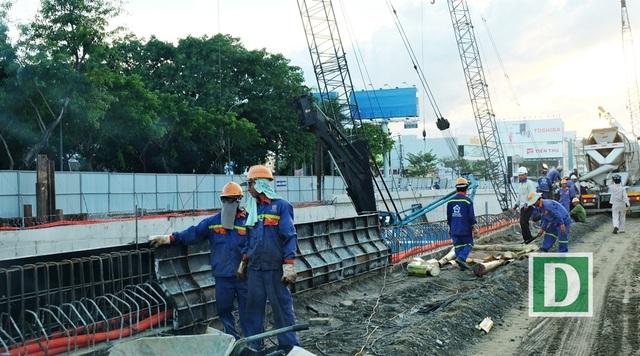 Vì Đà Nẵng đang bắt đầu vào mùa mưa nên lãnh đạo Đà Nẵng yêu cầu đơn vị thi công phải coi những ngày nắng quý như vàng, điều thêm lao động, tăng ca 3 để đẩy nhanh tiến độ công trình
