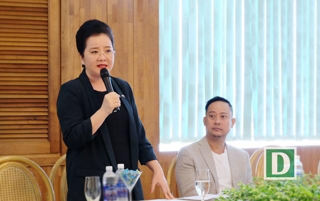 Bà Võ Thị Xuân Trang- hiệu trưởng Trường John Robert Power: Thí sinh đi thi người đẹp chủ yếu chăm chút ngoại hình, chưa chú trọng bồi dưỡng vẻ đẹp nội tâm