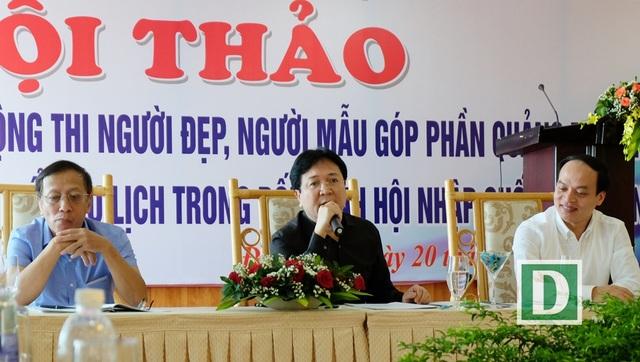 Thứ trưởng Bộ VH-TT-DL Vương Duy Biên cùng đại diện lãnh đạo Cục Biểu diễn Nghệ thuật và Vụ Pháp chế của Bộ chủ trì Hội thảo