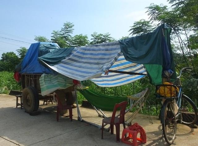 Những lều lán đơn sơ dựng tạm trong những ngày mưa lũ