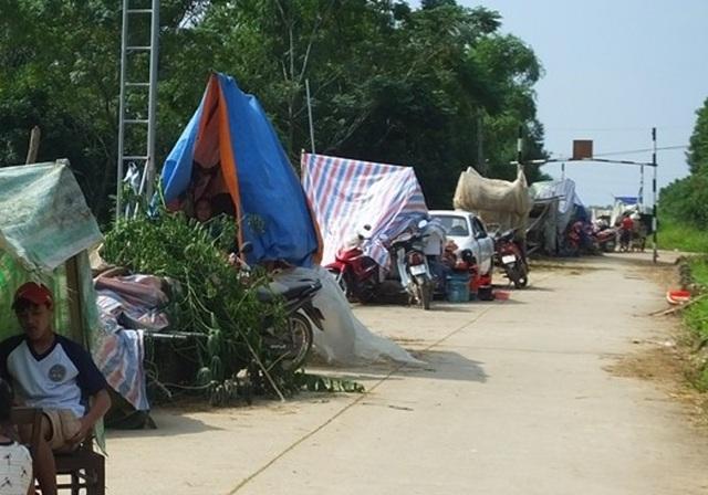 Nhiều hộ gia đình tại xã Thạch Định vẫn đang phải tiếp tục sống cảnh màn trời chiếu đất