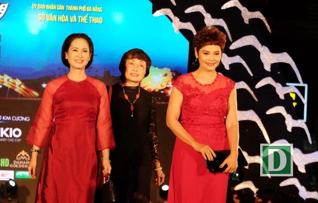 NSND Lan Hương cùng NSND Minh Châu