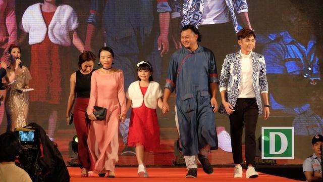 Đoàn phim Cô gái đến từ hôm qua. Diễn viên nhí Hà Mi đoạt giải nữ diễn viên phụ xuất sắc nhất
