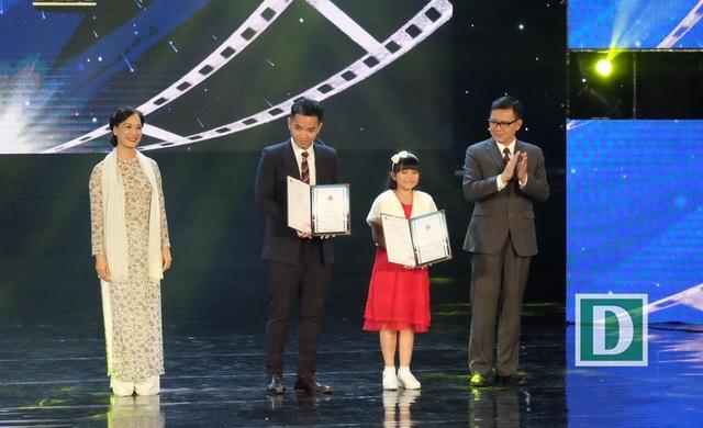 Diễn viên Nhan Phúc Vinh nhận giải diễn viên phụ xuất sắc với phim Đảo của dân ngụ cư. Diễn viên nhí Hà Mi nhận giải nữ diễn viên phụ xuất sắc