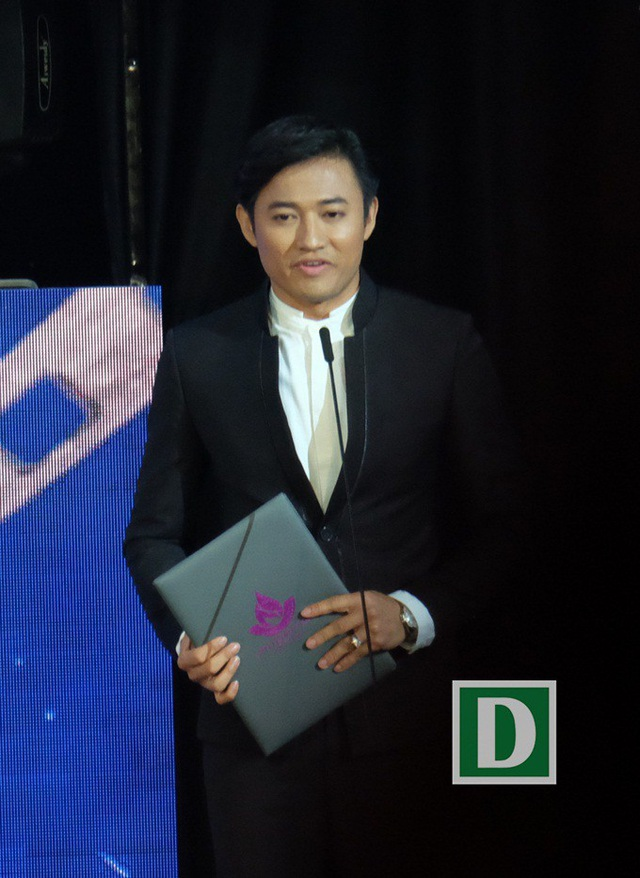 Người đầu tiên Quý Bình nhắc đến ngay sau khi nhận Bông Sen Vàng là diễn viên Minh Hằng