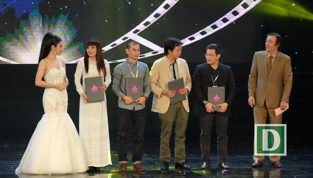Các đạo diễn đoạt giải đạo diễn xuất sắc nhất ở 4 hạng mục phim. Ca sĩ Phương Thanh thay đạo diễn Vũ Ngọc Đãng nhận giải cho phim Hotboy nổi loạn