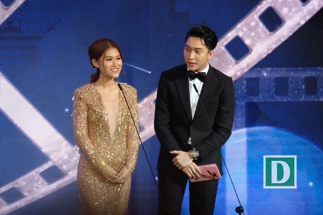 Ngọc Thanh Tâm và B Trần công bố giải Bông Sen Vàng cho phim truyện điện ảnh xuất sắc nhất