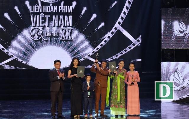 PhimCô hầu gái và phim Cha Cõng con nhận giải Bông Sen Bạc