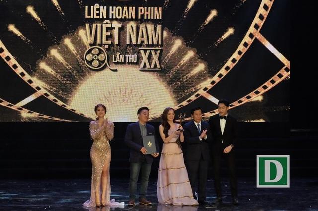 Phim Em chưa 18 thắng lớn với Bông Sen Vàng dành cho phim truyện điện ảnh xuất sắc nhất và giải nữ diễn viên chính xuất sắc nhất