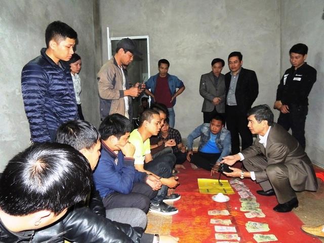 Cơ quan Cảnh sát điều tra Công an tỉnh khám xét tại nhà đối tượng Trần Quốc Lịch (ảnh: Công an Hà Nam)