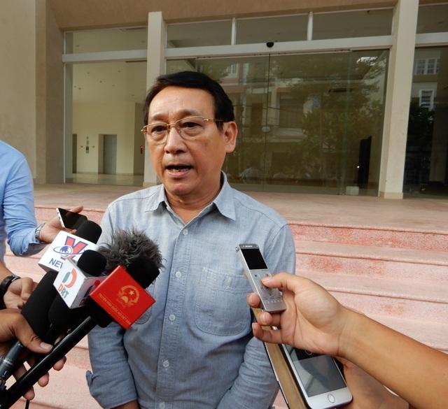 Ông Huỳnh Tấn Vinh trả lời báo chí sau buổi làm việc với Tổng cục du lịch về quy hoạch Sơn Trà vào chiều 11/5