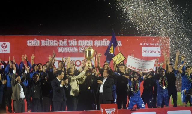 Quảng Nam lần đầu tiên vô địch V League, ảnh: Khánh Quang