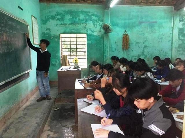 Nhưng với quyết tâm hoàn lương, giờ Sỹ đã trở thành một người có ích cho xã hội, một người thầy của các em học sinh nghèo